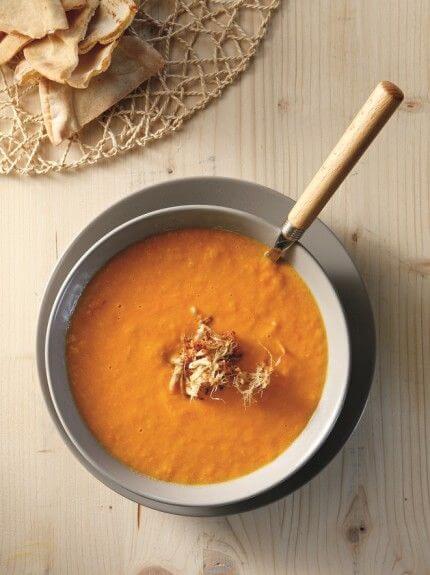 Κρύα σούπα με ντομάτα και πιπερόριζα